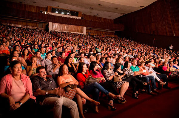 Educar y divertir al mismo tiempo a la comunidad inmigrante, objetivos del 'Teatro del pueblo'