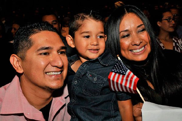 Activistas de inmigración exhortan a mantener la calma frente al nuevo presidente