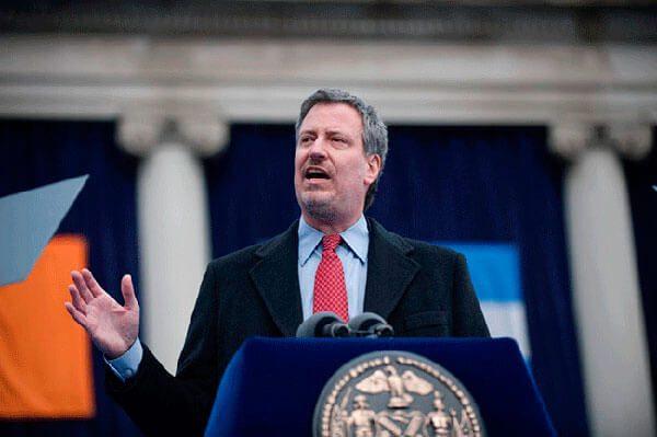 """El alcalde de Nueva York dice que la ciudad hará lo que pueda """"para que las familias no sean separadas"""""""