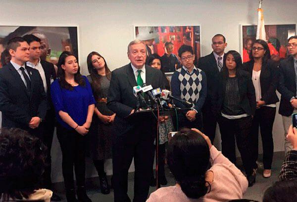 Proyecto de ley para apoyar a jóvenes con DACA se vuelve bipartidista