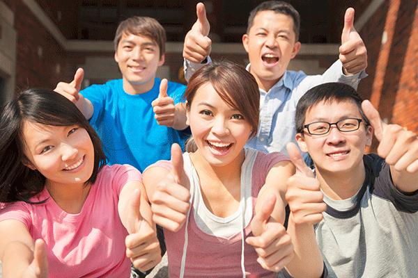 Becas para estudiar, opción para inmigrantes latinos