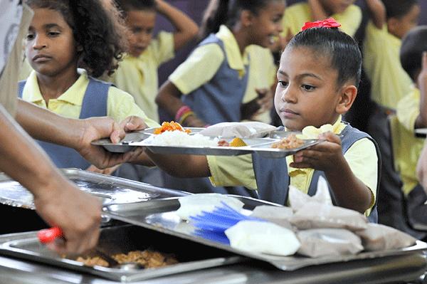 Estados Unidos ofrece ayuda para migrantes en: salud, educación y alimentos