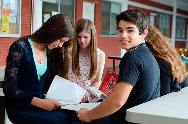 Estudiantes-del-LAUSD-reciben-impulso-para-ir-a-la-universidad