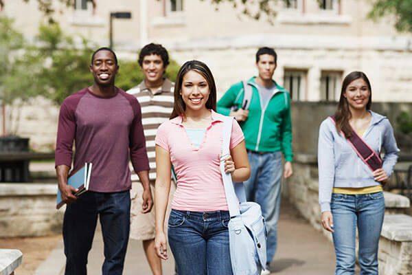 Foro Latino Role Model: Impulsa a jóvenes latinos a inscribirse en la universidad y graduarse