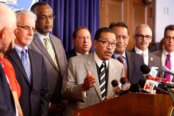 Los Ángeles ya tiene un defensor de sus inmigrantes