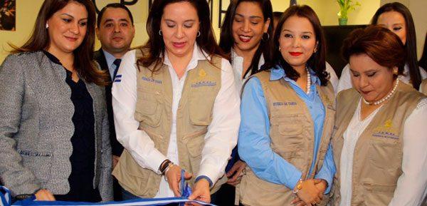 Primera Dama de Honduras inauguró hoy el primer centro consular de protección al hondureño migrante en Houston