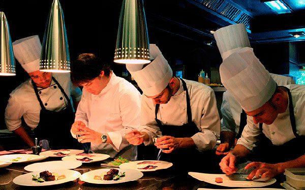 Restaurantes 'santuario', un movimiento que busca proteger a los inmigrantes y minorías desde las cocinas