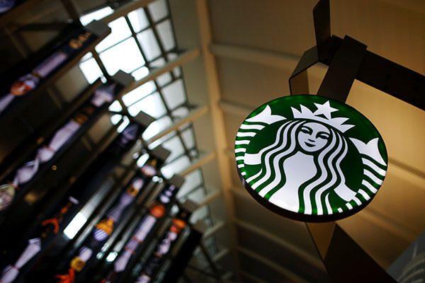 Starbucks, Airbnb y otras empresas responden al decreto de migración en Estados Unidos