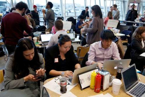 Abogados-voluntarios-ayudan-a-migrantes-en-aeropuertos-de-Estados-Unidos