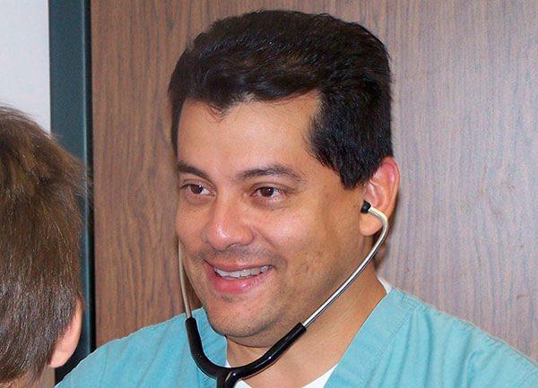 Pediatra-latino-recibe-reconocimiento-en-Texas