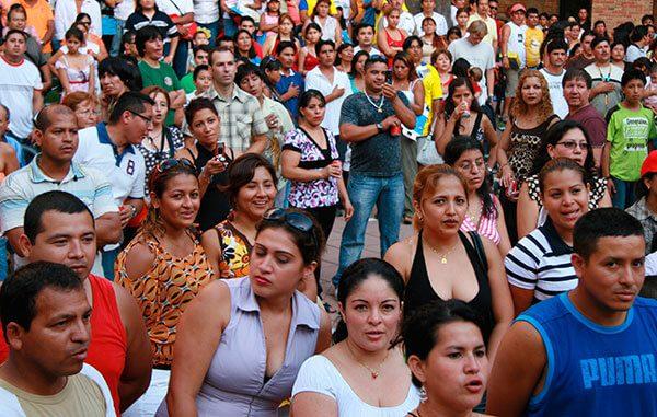 Estudiantes-de-leyes-ocuparan-sus-vacaciones-en-ayudar-a-inmigrantes-en-Texas-
