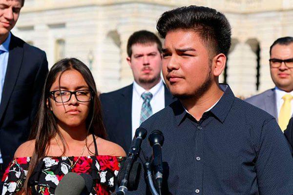 Hijos-de-inmigrante-piden-al-presidente-parar-deportaciones