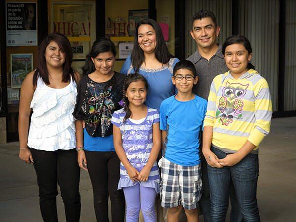 Hijos de mexicanos buscan la doble nacionalidad en Consulado de México en L.A.