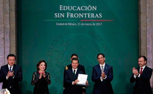 Peña Nieto promulga ley para revalidar estudios a dreamers