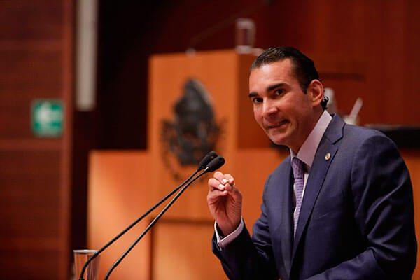 Senador mexicano promueve en Washington plan fiscal para ayudar a deportados por EU
