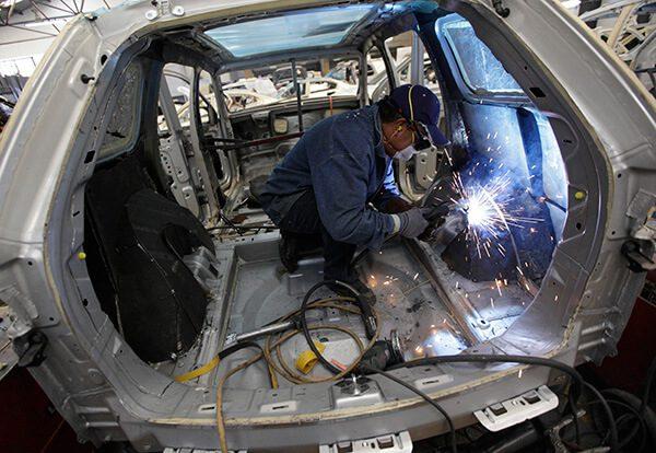 Blindadores-de-autos-ofreceran-empleo-a-migrantes