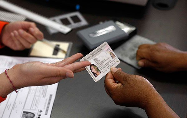 Credencial para votar beneficiará a migrantes mexicanos en EEUU: INE