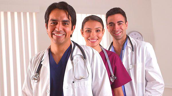 "Doctores inmigrantes son ""antídoto"" a escasez médica en zonas rurales de EEUU"