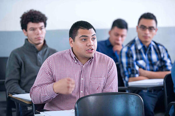 Freedom-University-educacion-gratuita-para-indocumentados