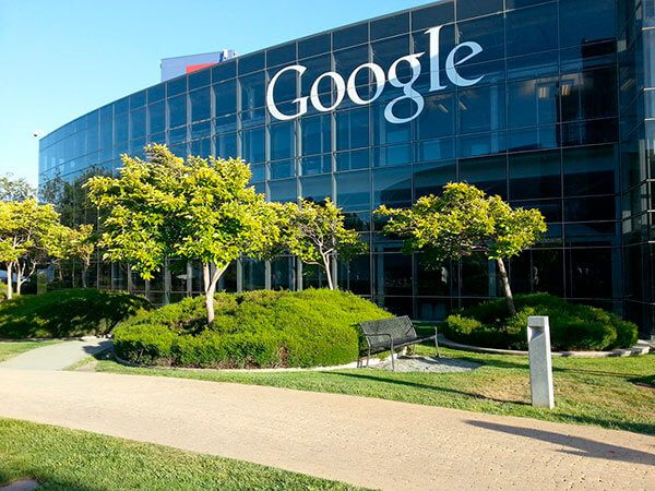 Google a sus empleados extranjeros: El presidente no va a hacer que los despidamos