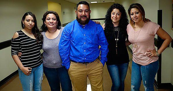 """Grupo de hispanos se convierte en """"guardianes del pueblo"""""""