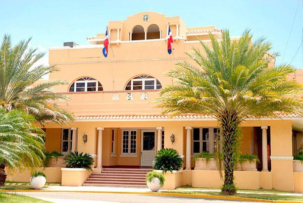Cancillería de República Dominica instruye asistir a inmigrantes en EEUU