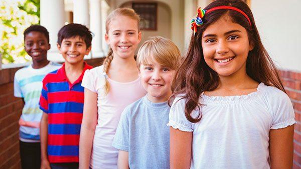 Congresista latino liderará ciudadanización de 32 niños