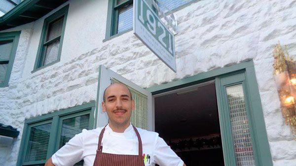 Dos-hispanos-son-artistas-de-la-cocina-en-Mount-Dora