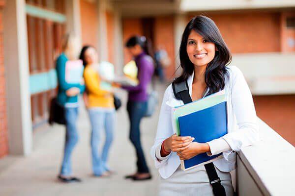 El primer año de escuela en colegios comunitarios de LA será gratis