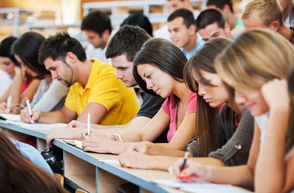 Estudiantes hispanos recibirán becas gracias a Latinos Unidos