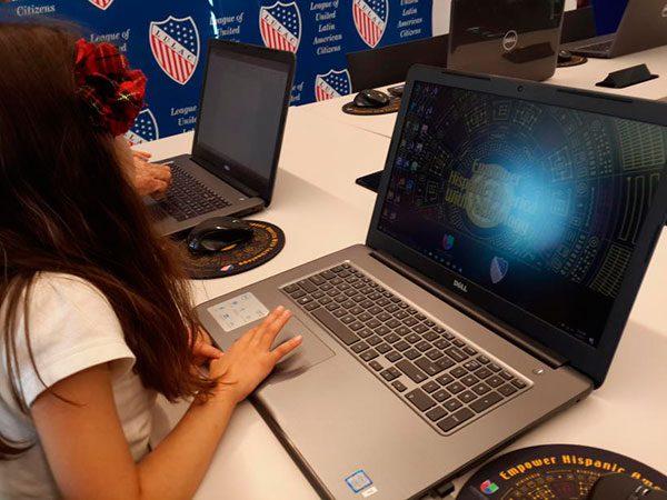 Univision-empoderara-a-latinos-en-California-a-traves-de-un-centro-de-capacitacion-tecnologica