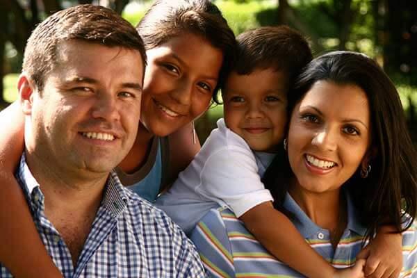 Guía busca ayudar a padres y alumnos indocumentados