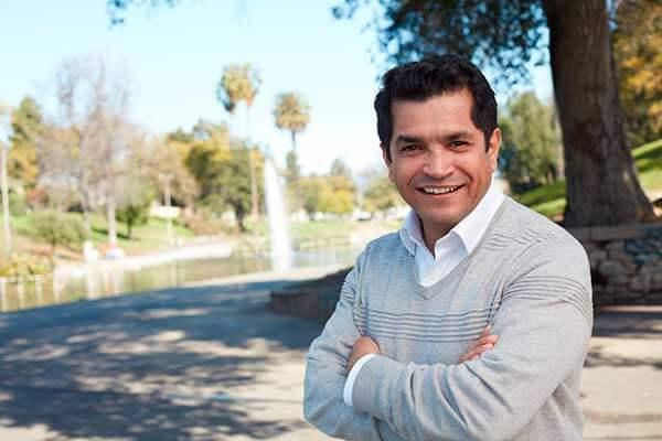 Un hispano ocupará el puesto que dejó Xavier Becerra en el Congreso de EEUU