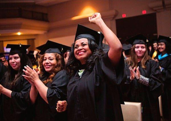 Universidad-Ana-G-Mendez-graduo-mas-de-60-latinos-de-su-sede-en-Wheaton