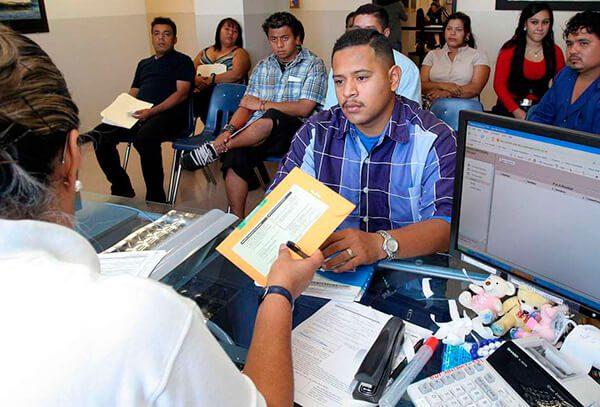 El Salvador contrata abogados para inmigrantes en Estados Unidos