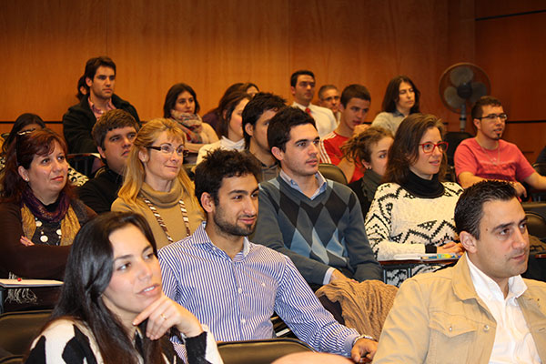 Emprendedores latinos tendrán acceso a programa de la Universidad de Stanford