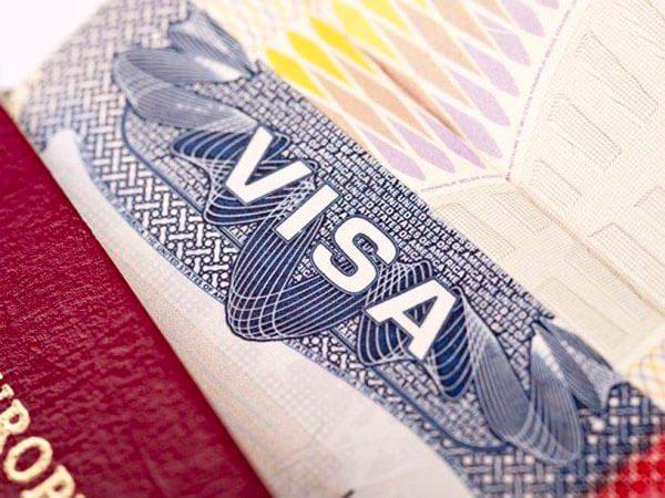Obtienen visas humanitarias para las familias de migrantes en Texas