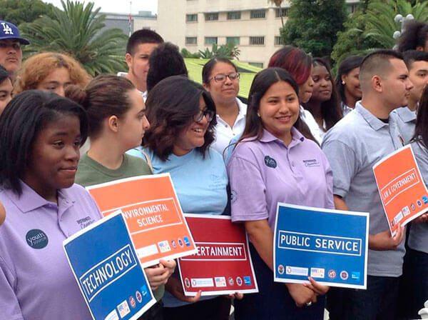 Oportunidades-de-empleo-para-adolescentes-y-jovenes-en-LA