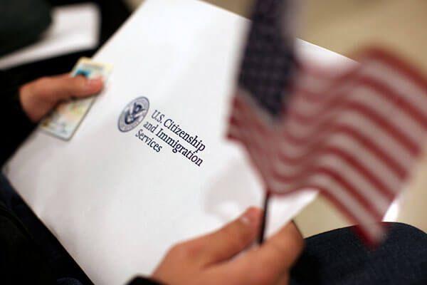Taller gratuito informa a hispanos la importancia de obtener la ciudadanía