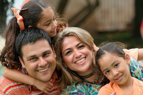 10 maneras de estar seguro: Lo que el LAUSD está recomendando a las familias inmigrantes en su nueva guía de recursos 'We Are One'