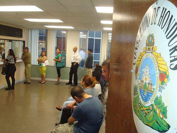 Consulados en Estados Unidos dan asesoría legal a hondureños
