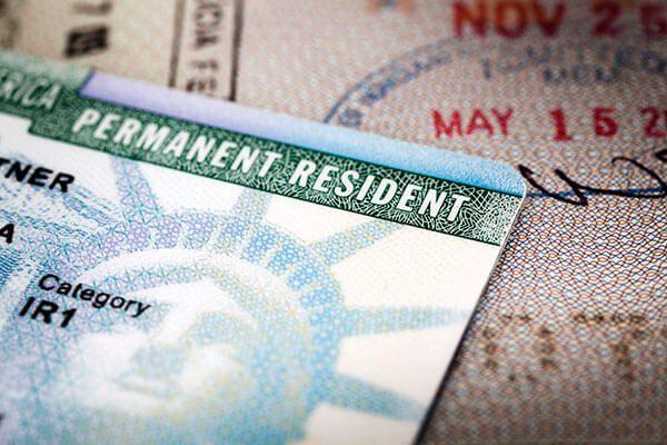 """El ajuste de USCIS para las """"green card"""""""