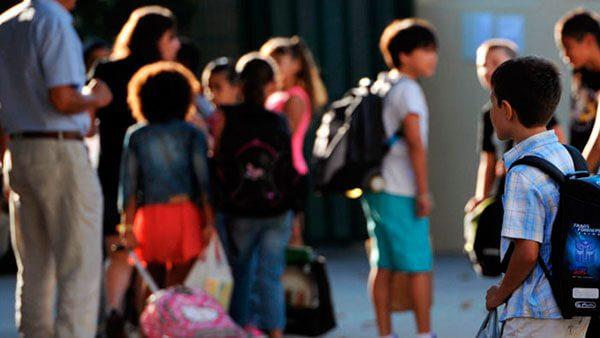 Nueva coalición de escuelas santuarios da un 'paso extra' para proteger a estudiantes indocumentados y a sus familias en California