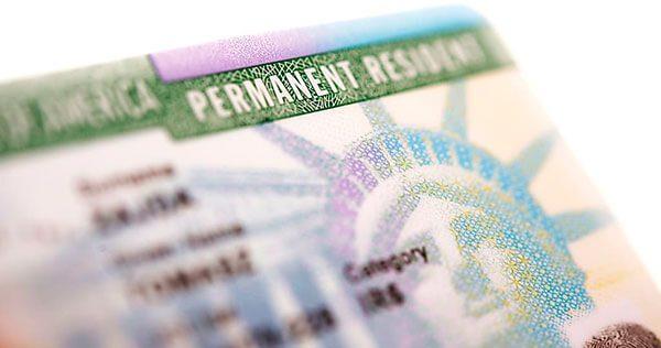 Añaden nuevo requisito para dos tipos de solicitud de residencia permanente