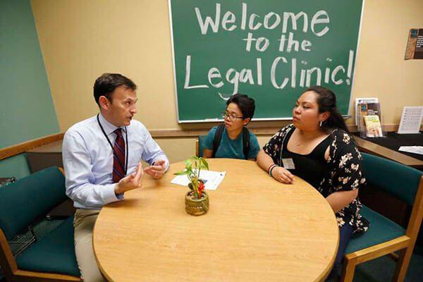 Inauguran-clinica-de-ayuda-legal-en-universidad-de-Northridge