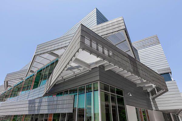 LATTC inaugura centro para soñadores el mismo día que se revoca DACA