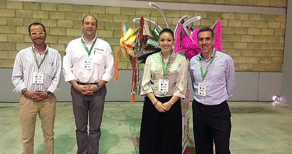 Emprendedora madre soltera, dio a conocer las piñatas mexicanas al mundo entero
