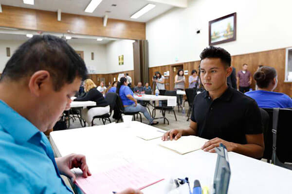 En última semana, ofrecen numerosos talleres de renovación de DACA en Los Ángeles