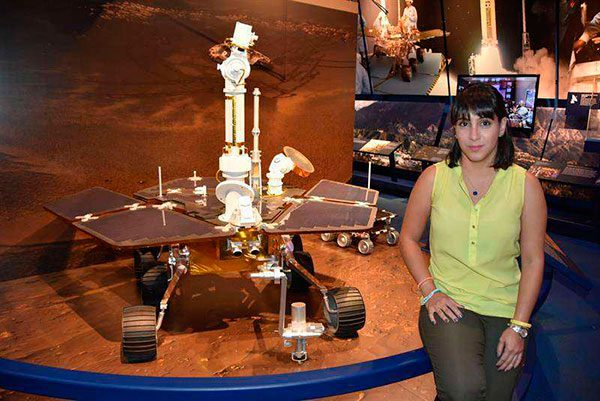 Ingeniera colombiana protege de la radiación cósmica a nuevas naves de NASA