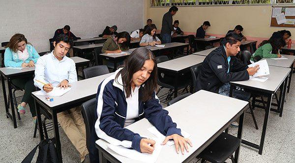 Jóvenes inmigrantes y refugiados pagarán colegiaturas de residentes en California bajo nueva ley